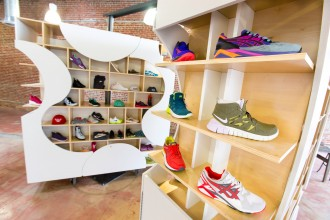 theUPstudio-ArchitectureDesign-AuthentixSneakerShop-Image01-2880px