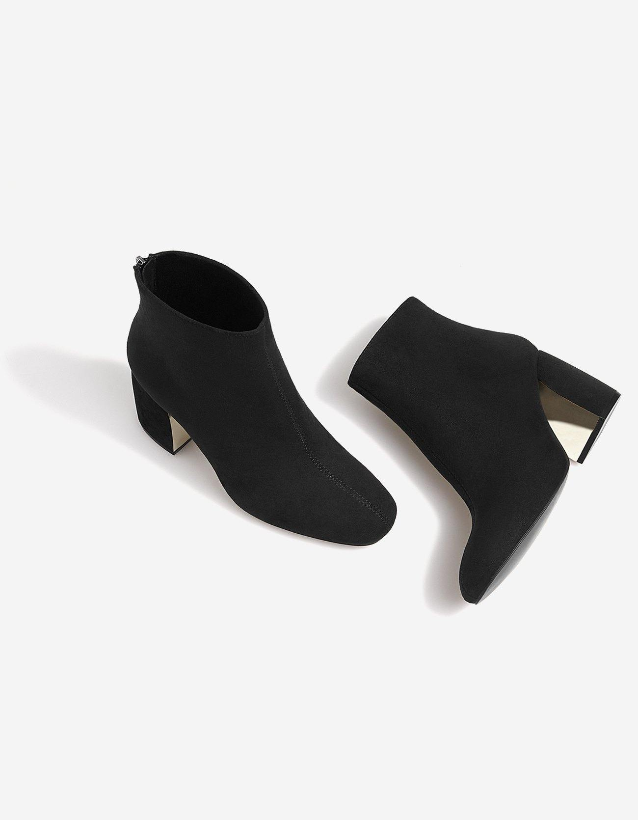 Bottines noires détail talon STRADIVARIUS